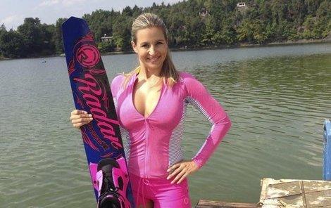 Monika Marešová je mistryní v lyžování.