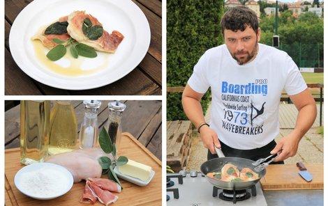 Šéfkuchař Michal vaří kuřecí prsa se šunkou a šalvějí.