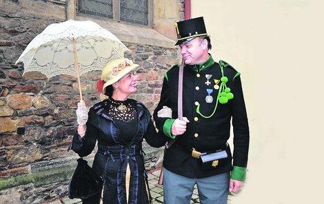Květa Vorlíková a Milan Kulík si návrat do období rakouského císařství užívají.