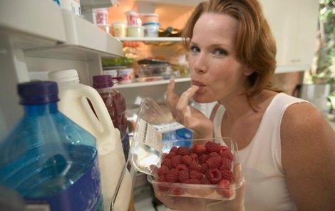 Potraviny byste do lednice neměli dávat nahodile.