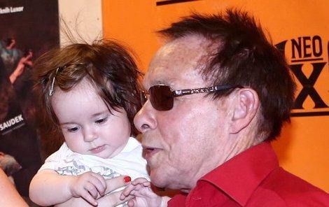 Josefína s tátou Janem Saudkem...