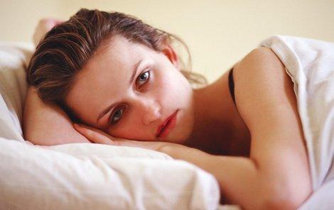 Vysoké napětí ovlivňuje kvalitu našeho spánku.