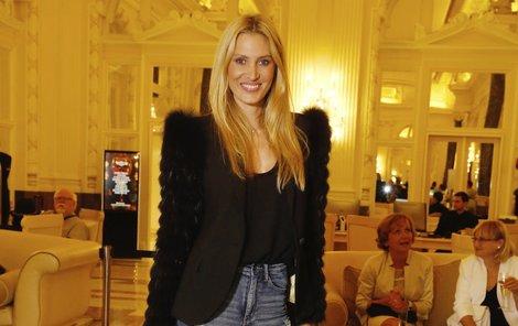 Kateřina Průšová se zas na chvilku vžila do role modelky. V současné době se věnuje totiž spíše produkci.