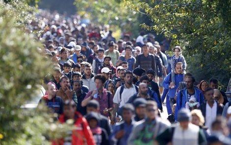 Na ochranu státních hranic v případě přívalu běženců je armáda připravena nasadit až 5 tisíc vojáků.