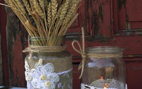 Jana z Hradce Králové kouzlila se zavařovačkami. A zde je váza nejen na suché květy!