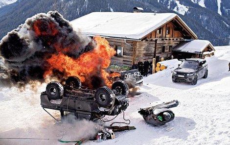 Jen zdemolovaná auta vyšla na 888 milionů Kč.