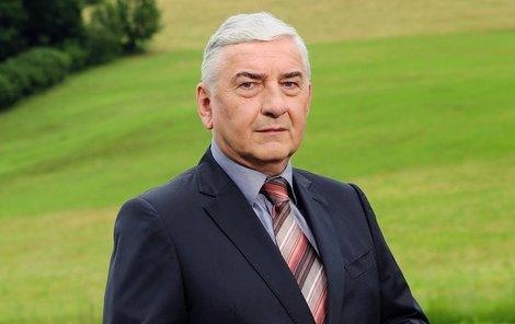 Miroslav Donutil coby Doktor Martin.