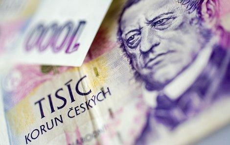 Obálku naditou 80 tisíci korunami našla učitelka (50) pod umyvadlem na toaletách obchodního domu v Klatovech.
