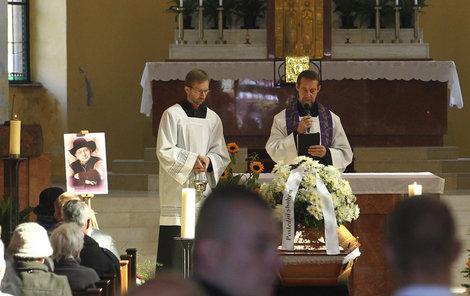 S Krytinářem se na pohřbu loučila jen rodina.