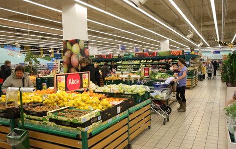 V supermarketech si lidé v budoucnosti o svátcích nenakoupí. Velké provozovny s plochou nad 200 metrů čtverečních budou zavřeny na Nový rok, Velikonoční pondělí, 8. května, 28. září, 28. října a o Vánocích.