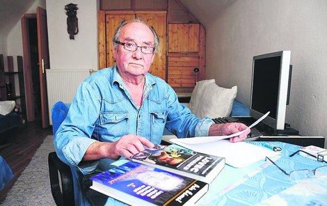 Bývalý kriminalista Jiří Markovič si užívá penze na své chalupě v šumavských Prášilech.
