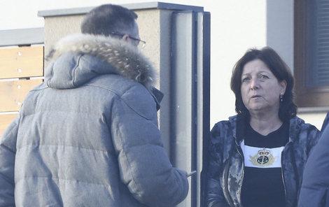 Grossova sestra Ivana byla Šárčiným obviněním hodně zaskočená, ale její verzi události důrazně odmítla.