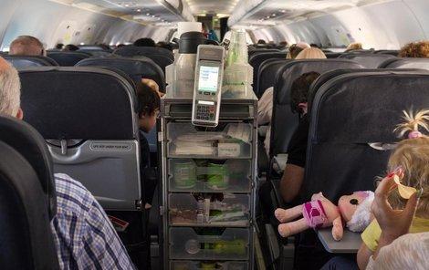 Nacházela se bomba v letadle v jídelním vozíku?