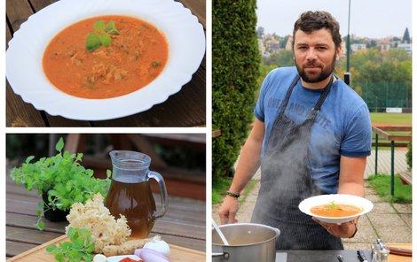 Šéfkuchař Michal vaří polévku z kotrče.