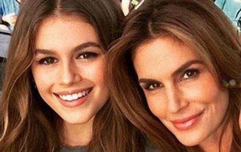 Cindy a Kaia vypadají spíš jako sestry.