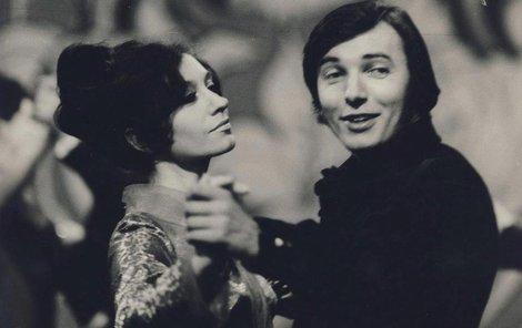 Antonie a Karel! Seznámili se při natáčení hitu Lady Carneval pro televizi. A byla to láska...