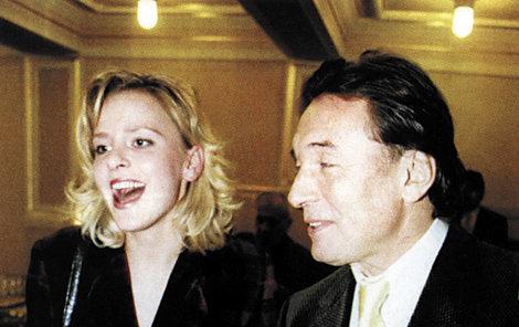 ČERVENEC 1999 Marika s Karlem ve Sportovní hale, kde Slavík oslavil 60 let monstrózním koncertem.