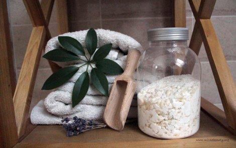 Prací prášek pro bílé prádlo snadno vyrobíte doma.