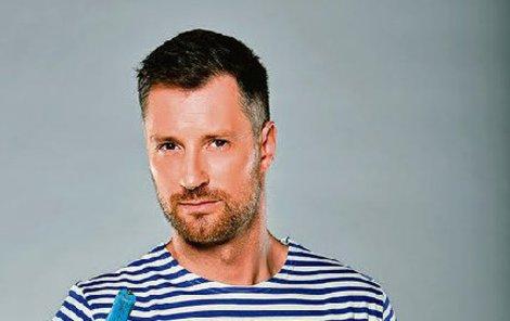 V současné době září dvakrát týdně v seriálu Přístav jako Leoš Černoch.