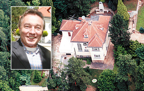 Gottova milovaná vila v Jevanech je znovu na prodej.