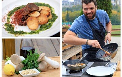 Šéfkuchař Michal vaří hlívu na bylinkách.