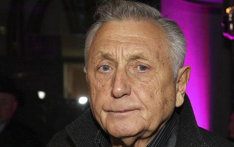 Jiří Menzel je po šestihodinové operaci.