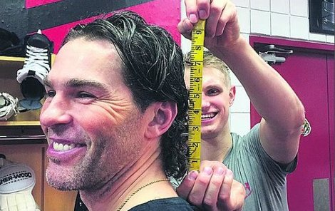 Měření probíhá rovnou v šatnách hráčů.