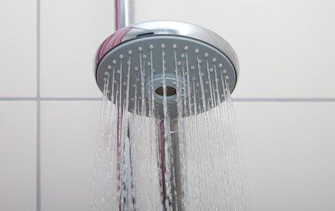 Podle webu Mic.com by močení ve sprše mohlo zachránit svět!
