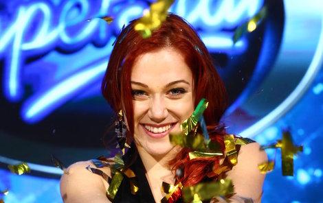Emma Drobná si jako vítězka SuperStar odnesla šek na dva miliony korun.