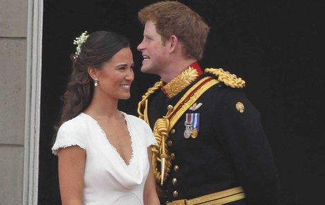 Na královské svatbě v dubnu 2011 to mezi Harrym a Pippou začalo jiskřit.
