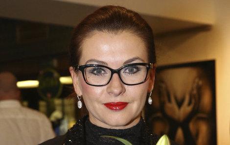 Dana Morávková se ve filmu proměnila v blondýnku.