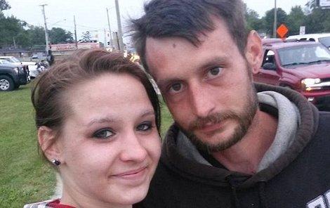 Rebecca Hardyová si už svého snoubence Matthewa Grattan nikdy nevezme. A jejich dcera bude vyrůstat jako poloviční sirotek.