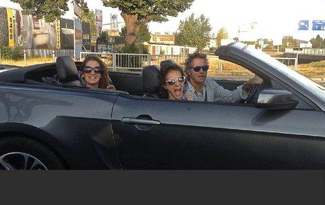 Janek Ledecký se díky dceři od léta prohání ve vysněném voze Ford Mustang.