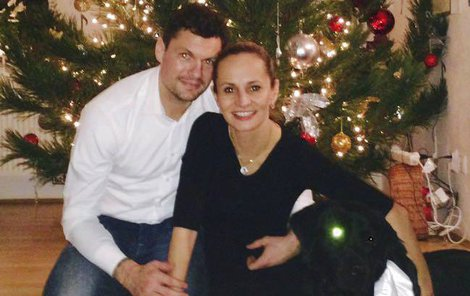 K Absolonové, jejímu partnerovi Tomášovi a psu Jonášovi letos přibyl i malý Tadeáš.