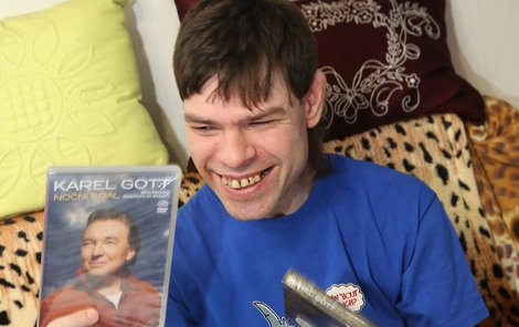 Z nových CD a DVD měl obrovskou radost.