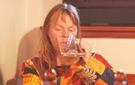 Boj s alkoholem vedla i Lenka Kořínková.
