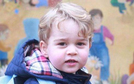 Princ George byl včera poprvé ve školce.