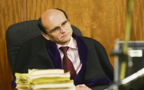 Soudce Elischer je z vazby.