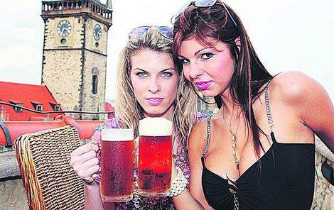 Žádná dvanáctka, žádný ležák. Značení piva se má měnit. I dívky v tom budou mít zmatek.