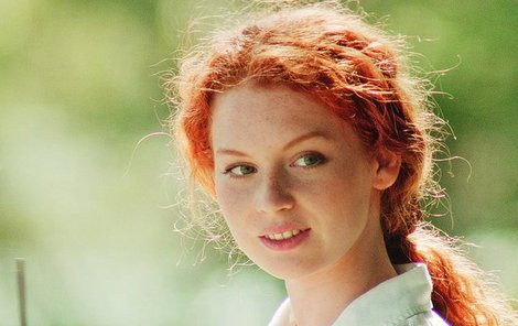 Lucie Šteflová ve filmu Něžné vlny.