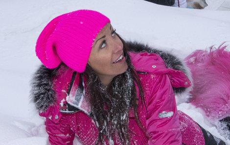 Agáta Prachařová patří k celebritám, které se o pleť maximálně starají.