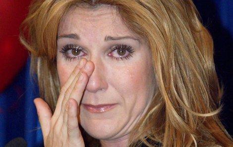 Céline Dion v slzách.