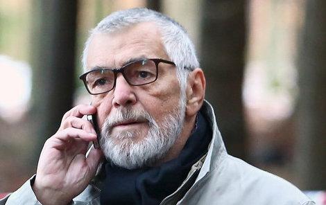 Filmování v zimních exteriérech Bartoškovi také na zdraví nepřidá.