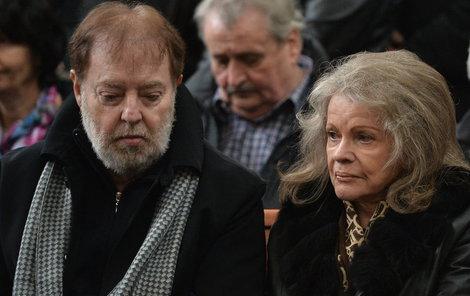 Na pohřeb doprovodil manželku Jan Kolomazník.