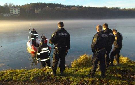 Za dobrotu na žebrotu, pomysleli si asi záchranáři a policisté.
