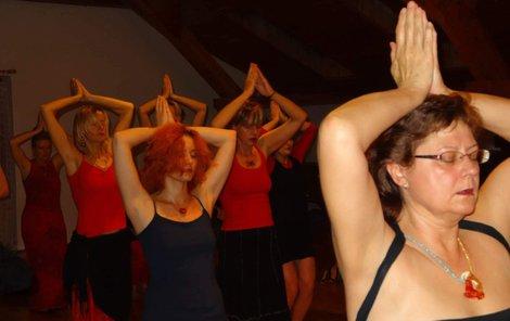 Jitka Vydarená (53) je akreditovanou lektorkou tantra jógy pro ženy.