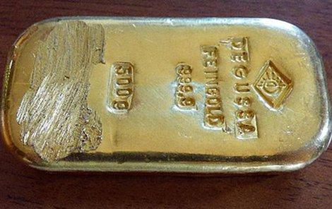Poklad má hodnotu téměř půl milionu korun.