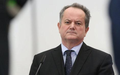 Ředitel školy František Bártl byl ze své funkce odvolán.