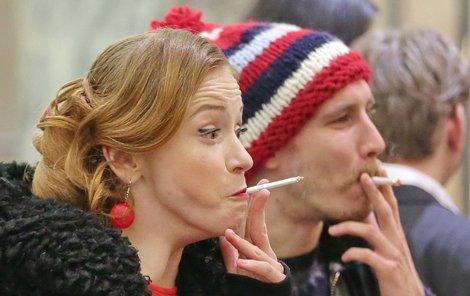 Marie s Markem jsou během kouření jako v transu.