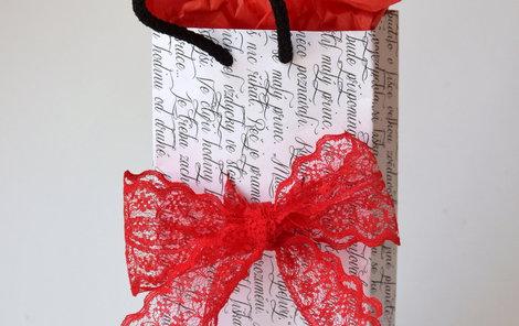 Vyrobte si vlastní papírovou taštičku na dárek!